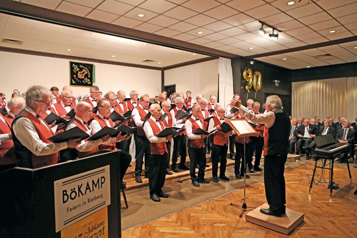 Der MGV Bokel feiert mit vielen Gästen im Saal Bökamp. Der Anlass war kein geringerer als das 90-jährige Bestehen des Sän