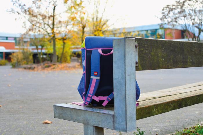Einsam, allein, ausgeschlossen - so fühlen sich Kinder oft, wenn sie zum Opfer von Mobbingattacken ihrer Mitschüler werden.