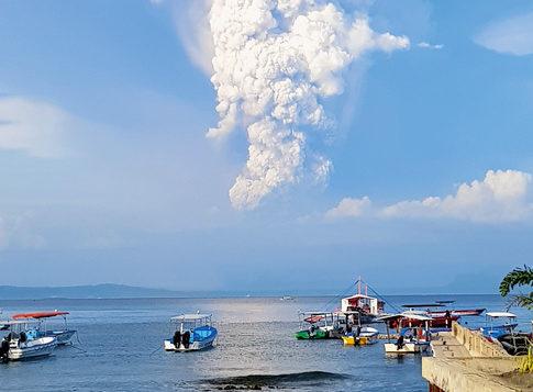 Aus etwa dieser Perspektive erlebten die beiden Rietberger das Naturereignis, als der Vulkan Taal am 12. Januar ausbrach.