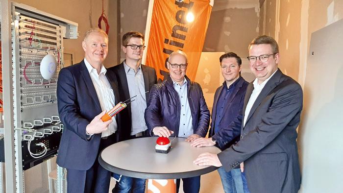 Startschuss: Dr. Thomas Vollert (Geschäftsführer HeliNet, v.l.) , Markus Naeve (Projektmanager HeliNet), Ralph Peterhanwahr