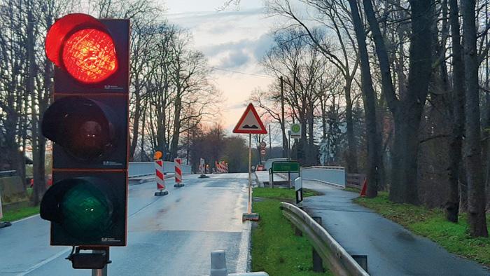 Die Fahrbahn auf der Brücke wird sowohl auf der Straße als auch auf dem Radweg saniert. Foto: RSA/Addicks
