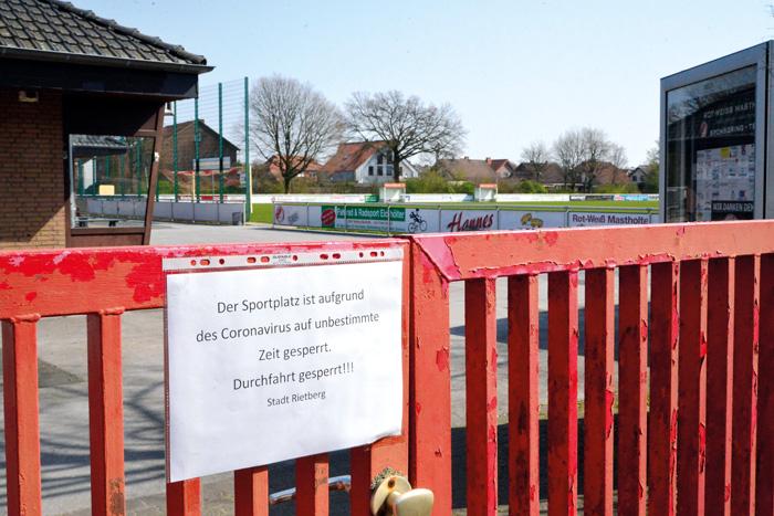 Das Gelände des Sportvereins RW Mastholte ist derzeit abgeriegelt. Das zuvor angebrachte Vorhängeschloss wurde von den Einb