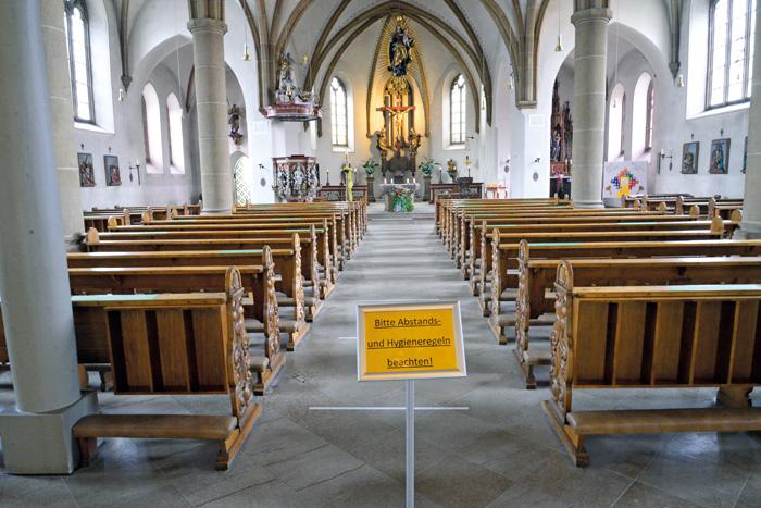 In der Kirche St. Johannes Baptist gelten nun strenge Hygienevorschriften. Die Besucher sind angehalten, auf die Abstandsmark