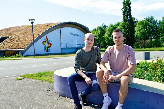 Niklas Portmann (links) und Henri Lück müssen die Premiere ihres Elektro-Festivals im Gartenschaupark verschieben. Nun arbe