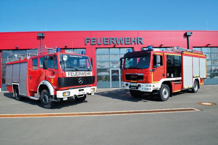 Das neue HLF 20 (rechts) löst den vorigen Einsatzwagen ab und erfüllt höchste Sicherheitsstandards. Fotos: RSA/Addicks
