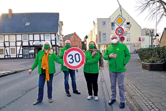 Setzen sich für mehr Sicherheit in den Ortskernen von Neuenkirchen und Mastholte ein: Gabi Siepen (v.l.), Konrad Schürhoff,