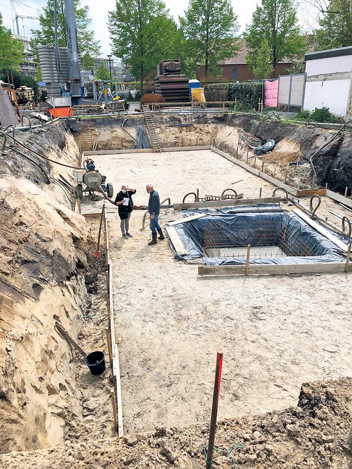 Bei Ausschachtungen für Hausneubau am Klingenhagen Nr. 12 wurde die Doppelgraben-Wallanlage im Erdreich entdeckt (oben recht