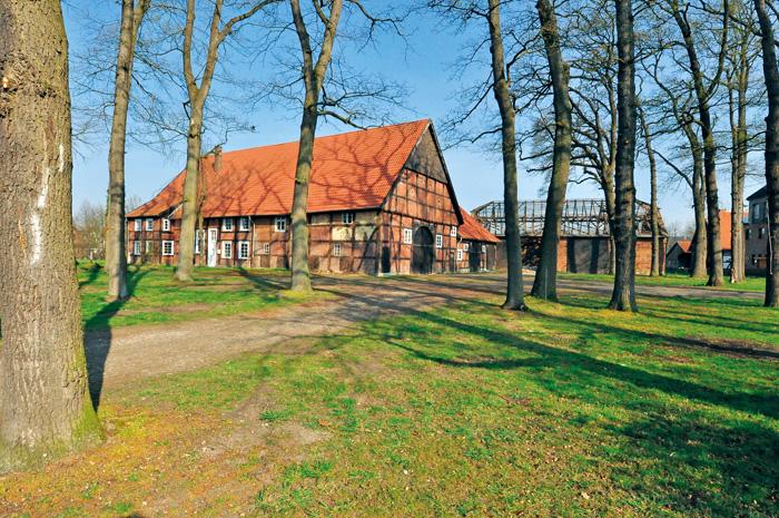 1728 erbaute Johannes Henricus Meyer Duhme das stattliche Gebäude. Aber schon vor 500 Jahren, in der zweiten Hälfte des 15.