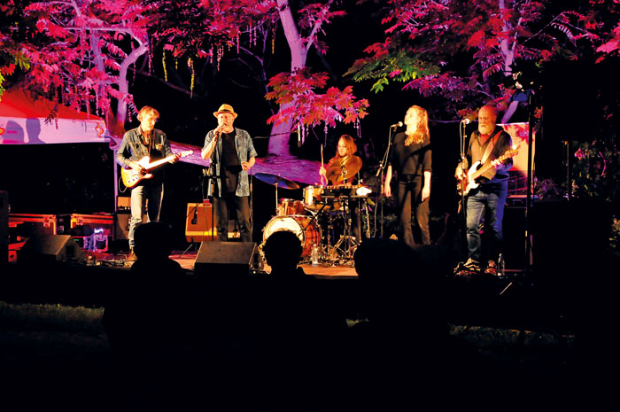Während ihres Musikstudiums in Leipzig fand sich das junge Quintett. Ab 2015 auf der Bühne errangen sie gleich nationale un
