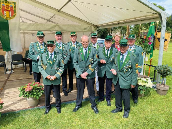 50 Jahre treue Gildeschützen: (hinten v. li.) Gery Reinkemeier, Herbert Eusterbrock, Heinz-Peter Speit, Hubert Kremer, (vorn