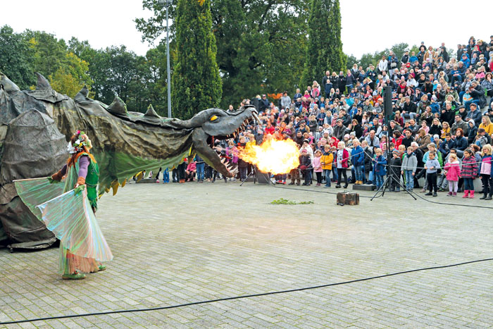 Das Publikum war begeistert von der imposanten Show, insbesondere vom Drachen Fangdorn. Fotos: RSA/Steg