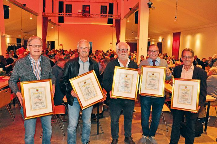 """Für Treue zum Rietberger Karneval wurden beliebte """"Humor-Profis"""" aufgrund ihrer seltenen Jubiläen anerkennend geehrt. 5"""