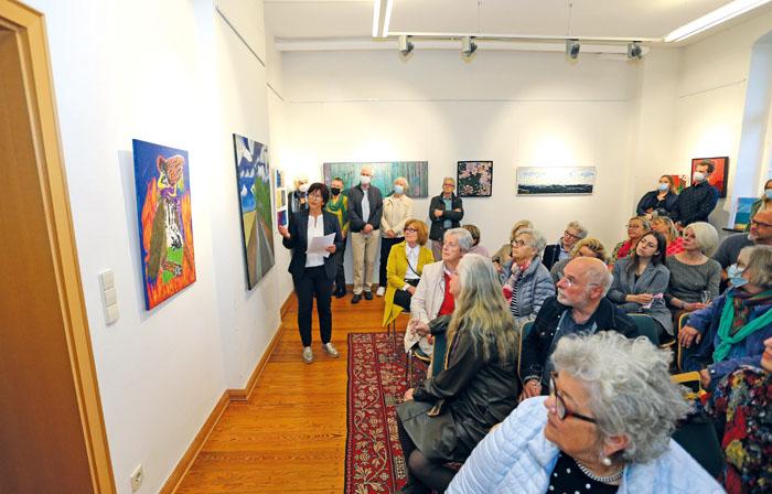 Viele interessierte Gäste konnten die ausstellenden Künstler in den Räumen der Volksschule Neuenkirchen begrüßen.  Fotos